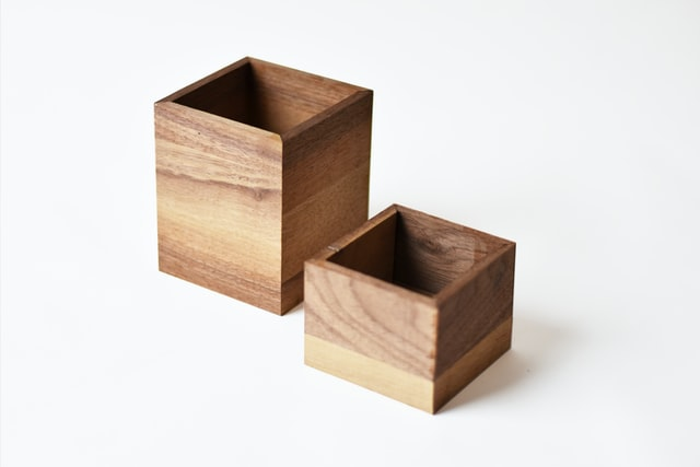 Picture of a large box and a small box (to represent deserialisation)
